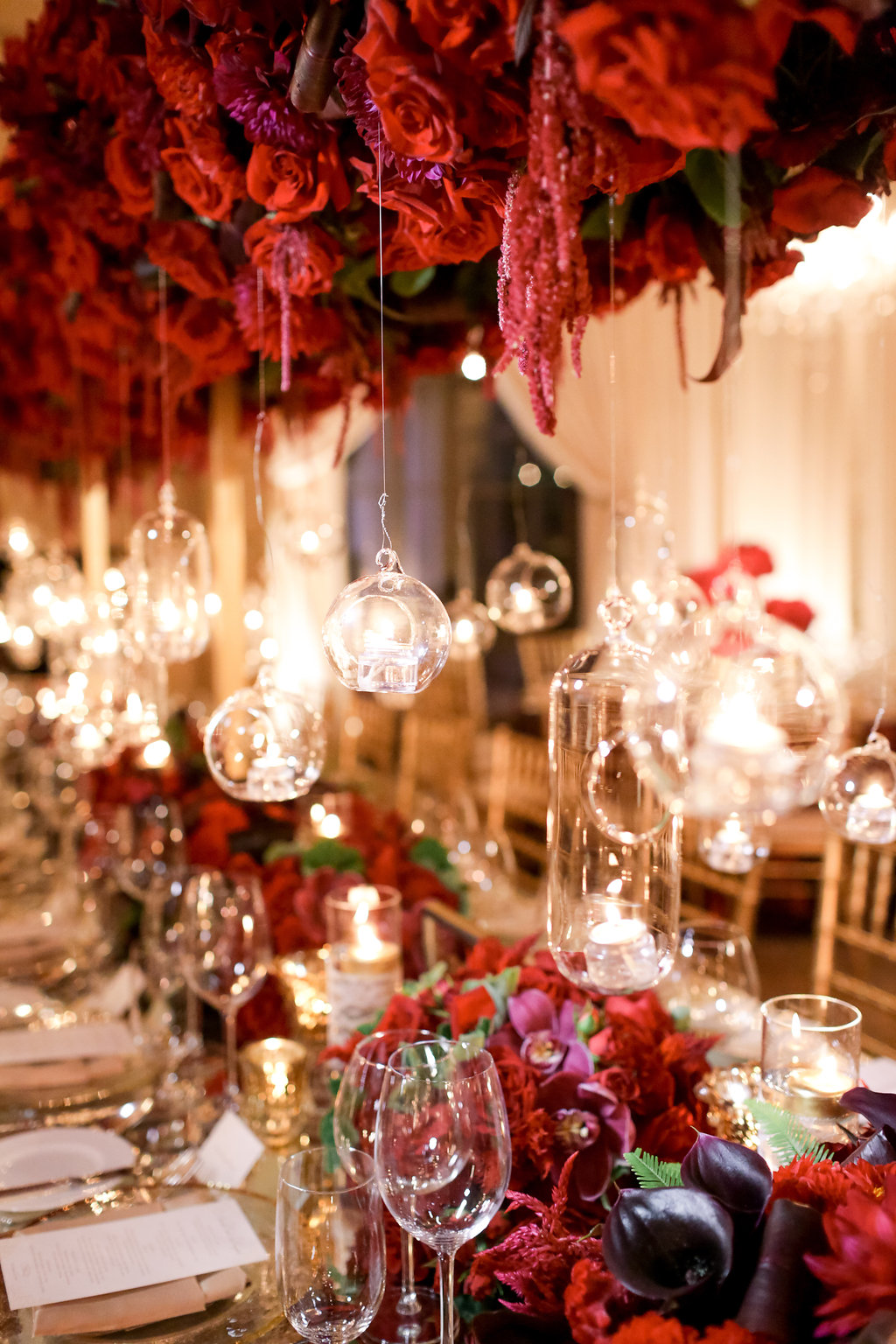 Hot off the press romantic wedding ideas on for Decoration jardin rouge